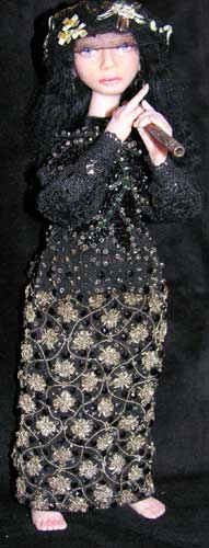 пластик, старинные кружева, ткани, 28 см, 2005 г.