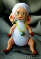 Веселая маленькая овечка. Выполнена из fimo miniature и флиса. Ушки и лапки подвижны, Высота куклы 10 см, 2016