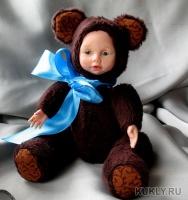 Выполнен из fimo miniature и искусственного меха. Утяжелен. Глаза авторские, ручной работы. Собран на двойные шплинты, Высота куклы – 18,5 см, 2016
