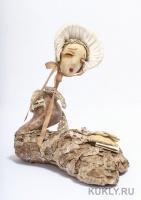 фарфоровое папье-маше, шёлк, антикварные кружева, 17 см, 2013